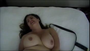 Пышногрудые лесбияночки трутся вагинами до оргазма
