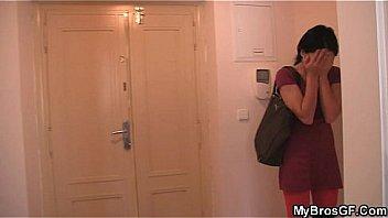 Яна жарит тонкими пальчиком раскрытую шмоньку
