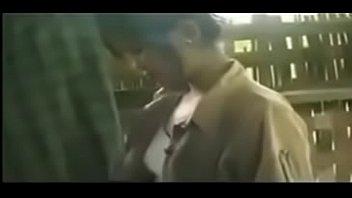 Девчоночка выполняет массаж загорелому качку и дрюкается с ним