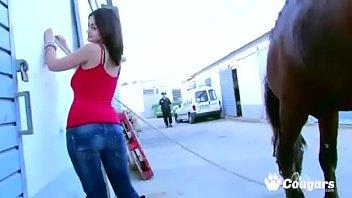 Лесбиянка развратница связала девку и приказала ей ссать на пол