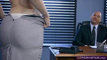 Очаровательная шлюха-секретарша необычайно сексапильна