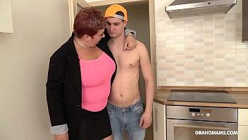 Две блудливые соседки встретились в спальне и перепихнулись