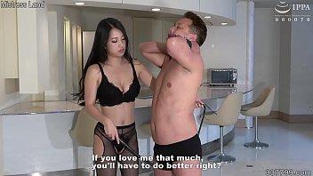 Молодая белокурая студенточка развлекается порно со своим внеочередным парнишкой
