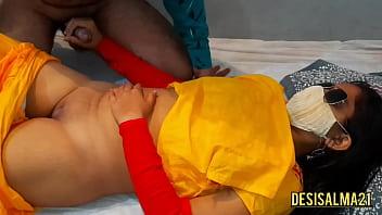 Девчоночка с огромными сисяндрами выполняет отсос мужчине в заброшке
