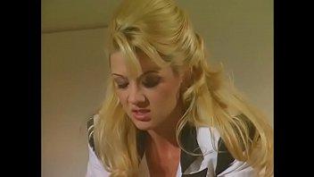 Зрелый гинеколог организовал анальный трах с блондинкой в своей кабинете