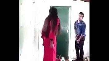 Молодая супруга изменила мужчине с африканцем и прокатилась попкой на большом черном пенисе